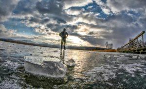 Frost und Kälte. Am Samstag in Olbersdorf See. Mit einer Temperatur von -6 Grad ist der See gefroren.