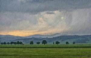 Sonnenuntergang mit Regen.